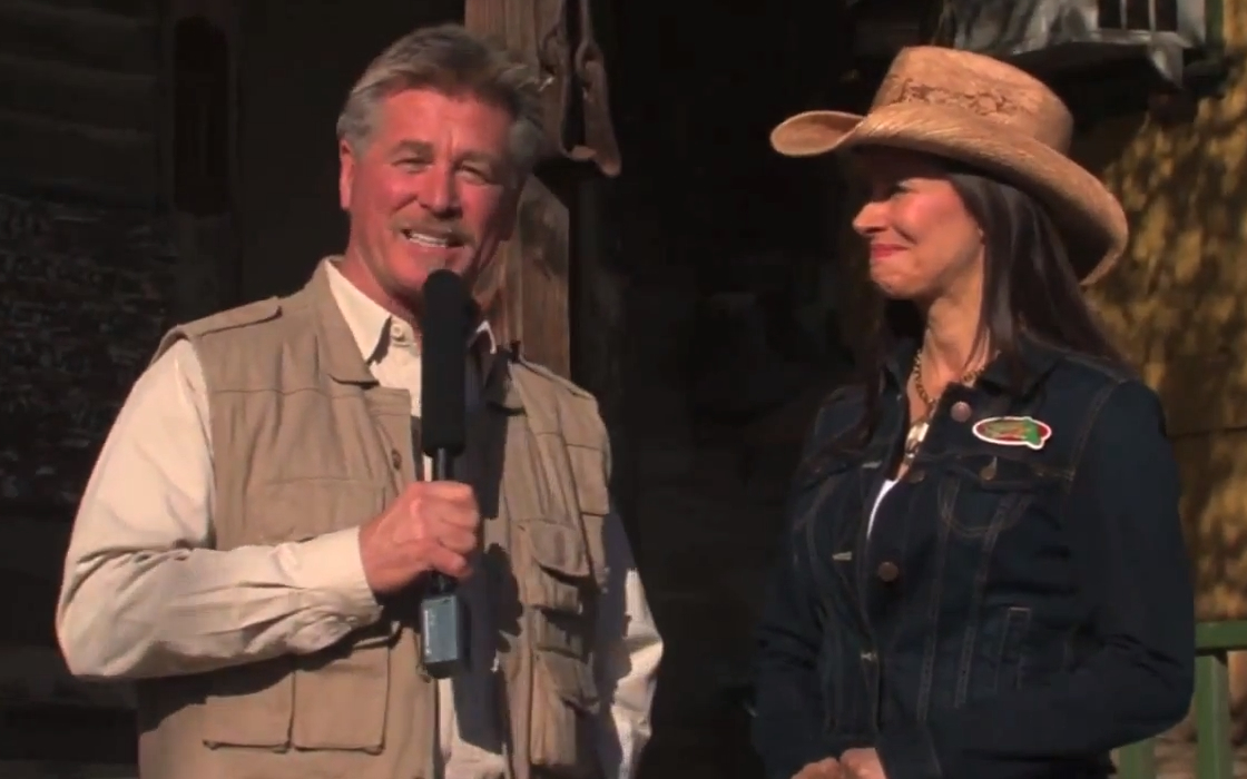 "Host Eric Bergstrom interviews Zoomars Petting Zoo owner Carolyn Franks in the pilot episode of Bergstrom's new show, ""South County Safari."" Credit: Screenshot via YouTube.com"