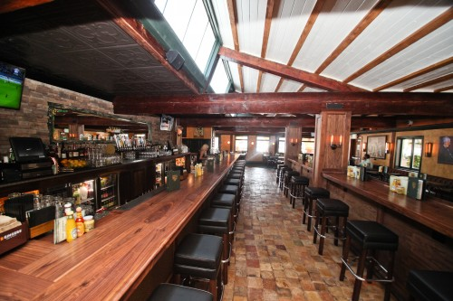Hennessey's new San Juan location features indoor and outdoor seating, fireplaces and two full bars. Photo: Alex Paris