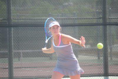 Hanna Borsack returns a serve during a San Juan Hills girls tennis practice. Photo: Steve Breazeale