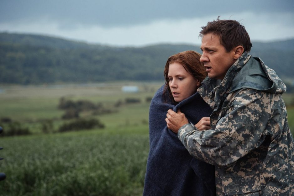 """Jeremy Renner as Ian Donnelly and Amy Adams as Louise Banks in """"Arrival"""" by Paramount Pictures"""