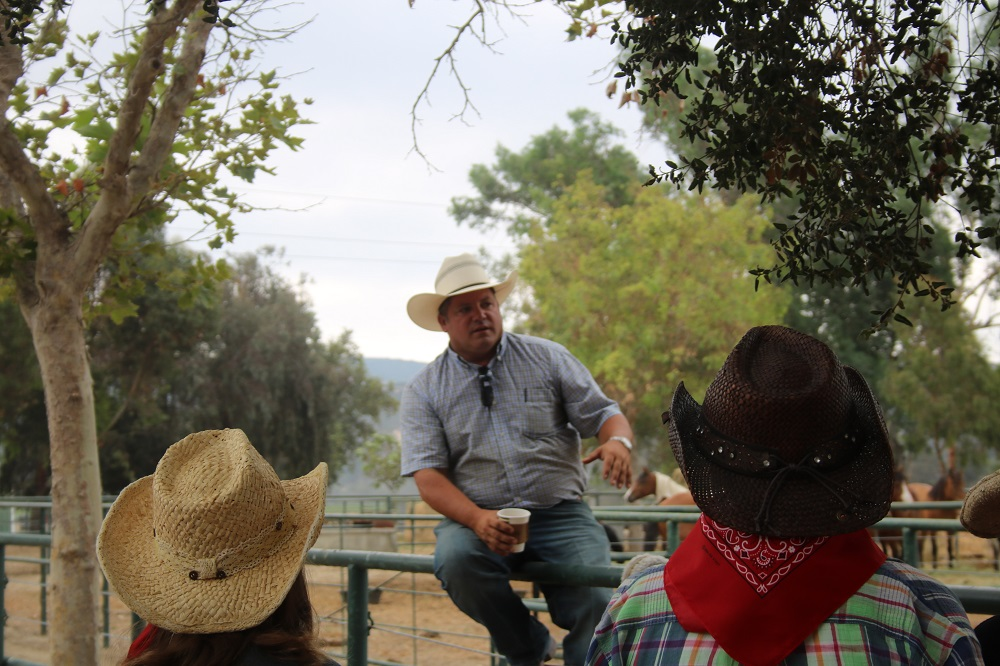 Reno Rosser of the Flying U Rodeo Company tells visitors about the rodeo and the animals used during Rodeo 101, a pre-event to the rodeo for Rancho Mission Viejo residents. Photo: Alex Groves