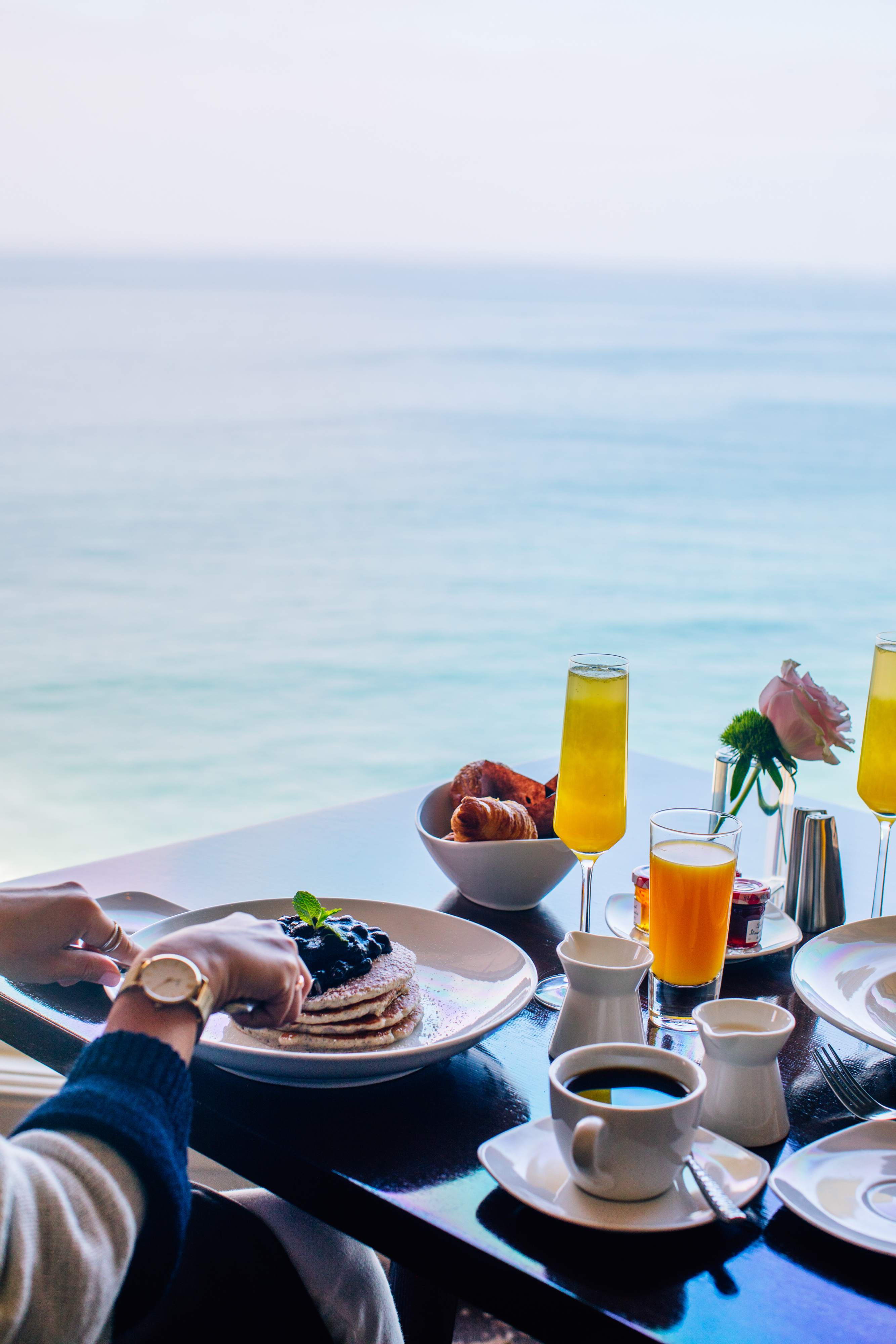 Breakfast and Ocean View in RAYA