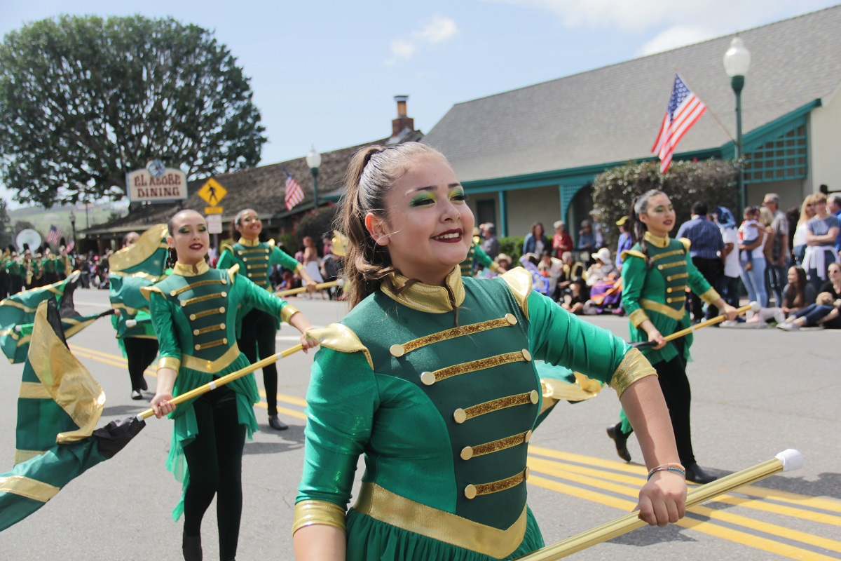 The Sussman Middle School Marching Band make its way through the parade. Photo: Shawn Raymundo
