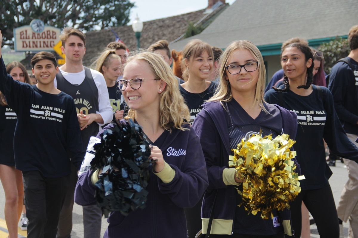 San Juan Hills High School students show off their school spirit during the parade. Photo: Shawn Raymundo