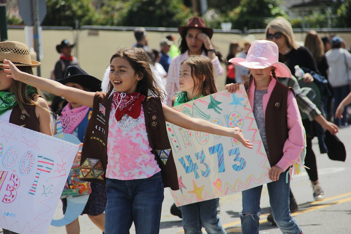 Dressed in Western garb, the Girls Scouts Troop 4373  marches through the parade. Photo: Shawn Raymundo
